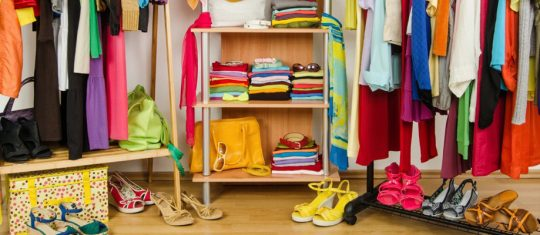 vêtements et des accessoires de mode